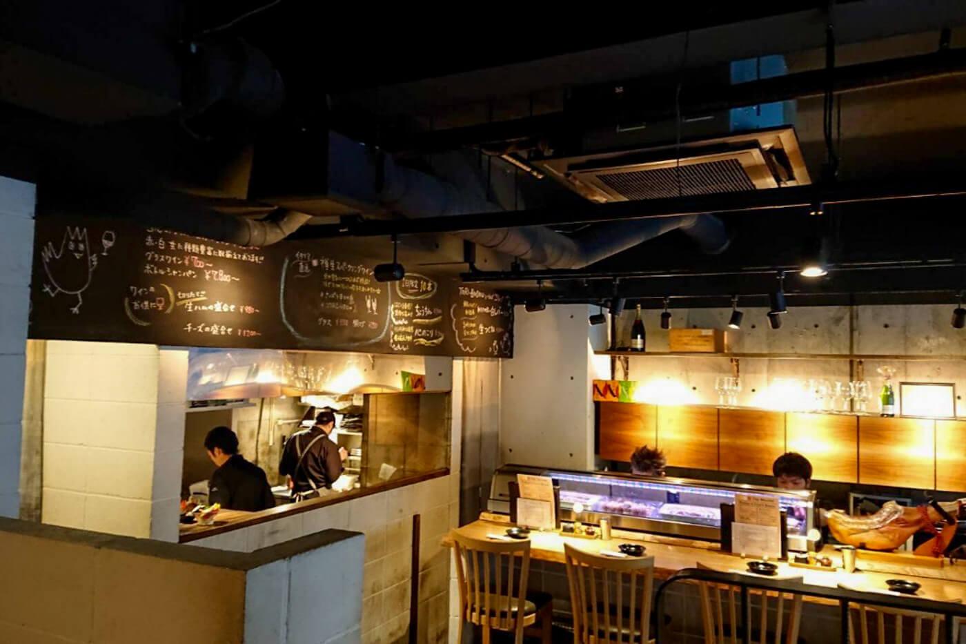 焼鳥ワイン酒場 TORI-BUDOUの店内